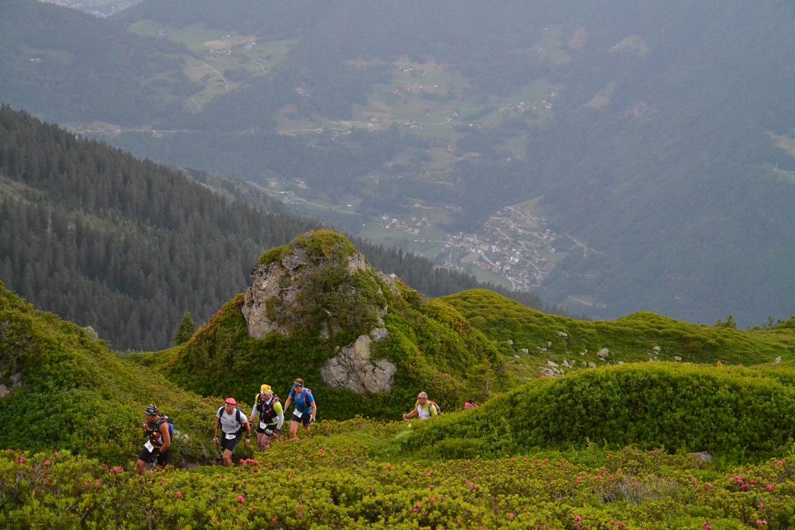 Sommet de la première ascension. Le village de Queige, déjà loin au fond de la vallée